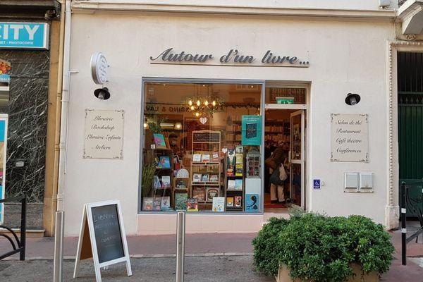 La dernière librairie indépendante de Cannes fait de la résistance.