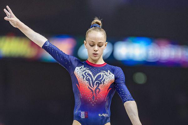 Claire Pontlevoy, lors des Internationaux de gym à Paris. Elle porte régulièrement les couleurs de l'équipe de France.