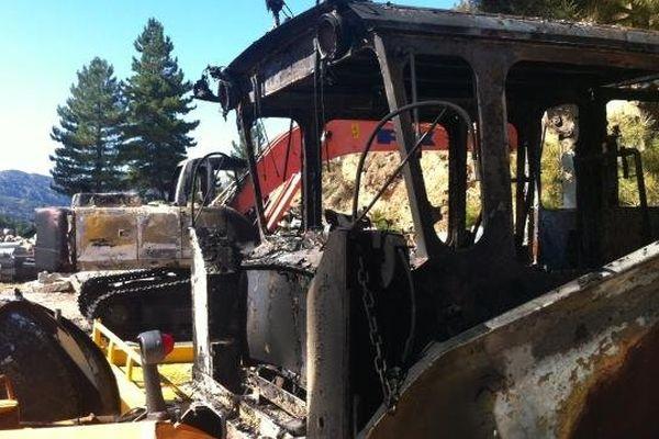 20/09/13 - Trois engins ont été détruits dans un nouvel incendie visant l'entreprise de BTP Aitone