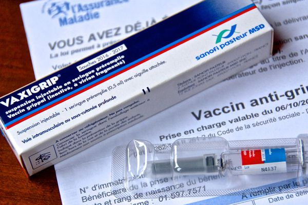 Le lancement de la campagne de vaccination contre la grippe mardi 13 octobre, a lieu cette année dans un contexte tendu de Covid-19
