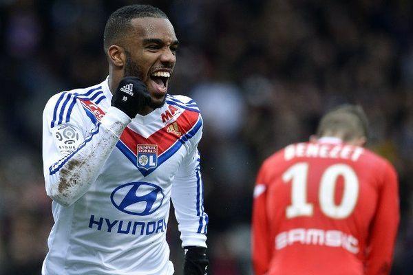 Lacazette, après avoir marqué son 1er but contre Evian-Thonon-Gaillard