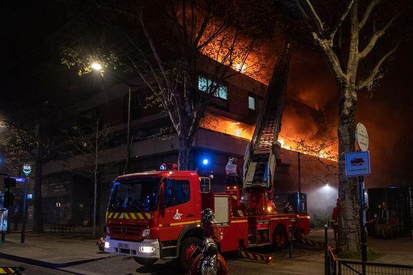 L'incendie de l'immeuble d'habitation boulevard Mcdonald n'a fait aucune victime. Le bilan matériel est de cinq appartements sinistrés.