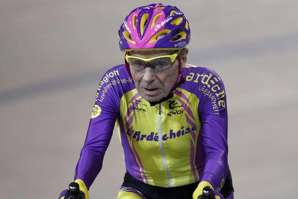 À 105 ans, Robert Marchand a parcouru 22,547 km en une heure