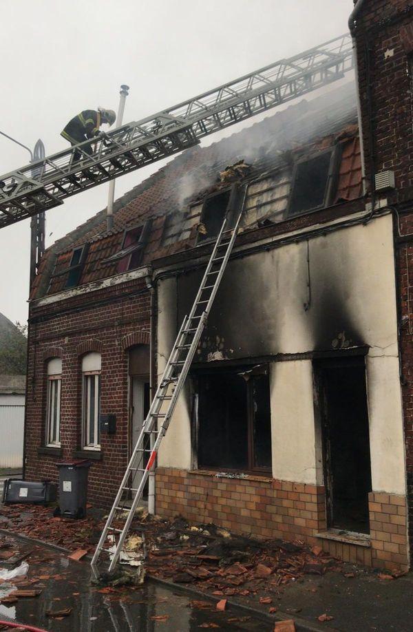 L'incendie a été éteint au moyen de 3 lances à eau.