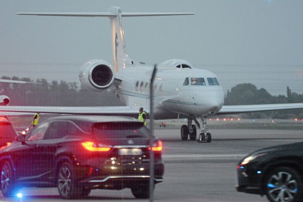 L'avion de l'ancien président des Etats-Unis a atterri vers 21h30, ce vendredi 14 juin.