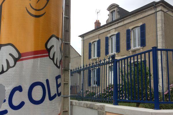 A Commentry (Allier), le retour à la semaine des quatre jours a déjà été voté par le Conseil Municipal. A la rentrée, les élèves des cinq écoles de la commune n'auront plus de temps d'activités périscolaires.