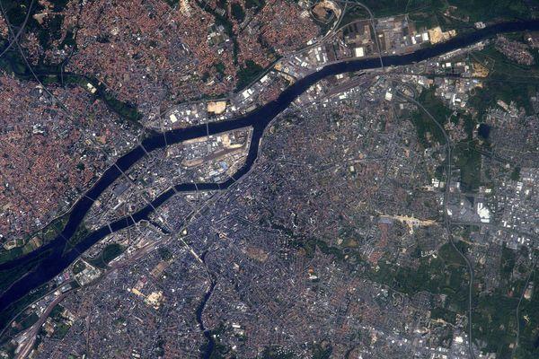 L'astronaute français a partagé, depuis la station spatiale internationale, ce cliché de Nantes vue de l'espace.