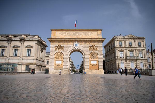 Montpellier - l'arc de triomphe et porte du Peyrou - archives.