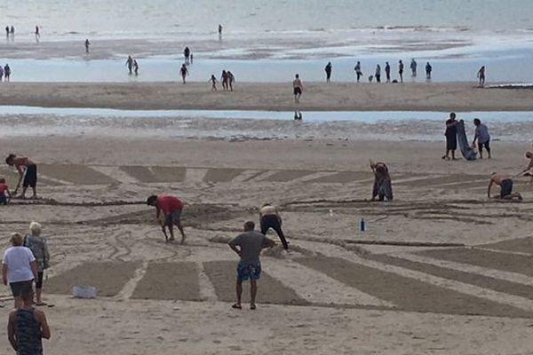 Dimanche 9 septembre, la plage de Fort-Mahon, dans la Somme, a été investie par de nombreux artistes à l'occasion du Beach Art Festival