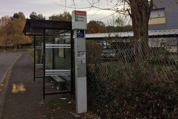 """L'arrêt de bus """"Auriol"""" où l'agression s'est déroulée."""