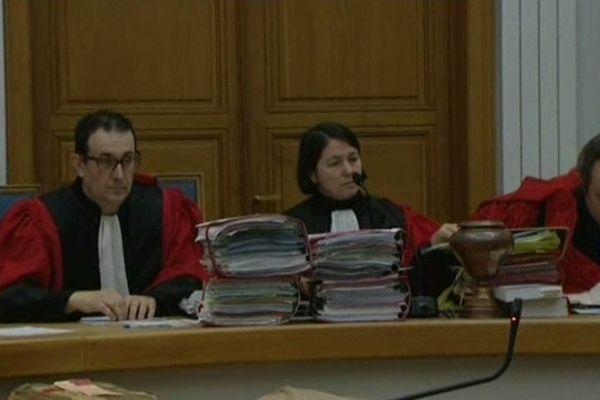 Les jurés de Cour d'Assises de Douai ont reconnu Arnaud Degage coupable du meurtre de Fanny, l'adolescente retrouvée morte au fond d'un puisard en 2009 à Awoingt, près de Cambrai.