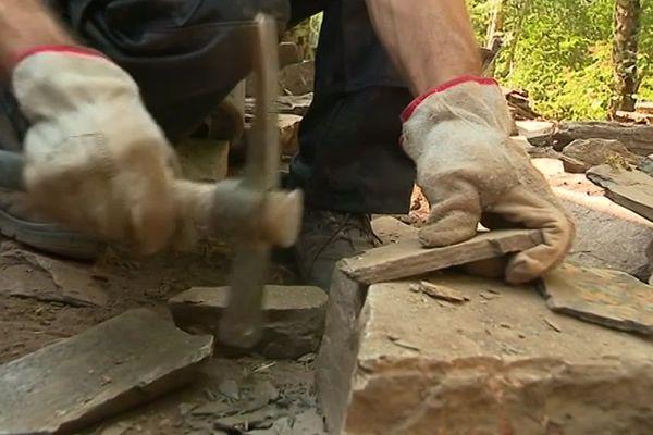 """La pierre sèche est une technique de construction qui permet de monter des murs sans liant, comme le ciment, """"simplement"""" en associant les pierres entre elles."""