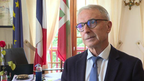 Le maire d'Hendaye, Kotte Ecenaro, a écrit un courrier avec deux autres maires demandant à l'Europe qu'elle apporte des solutions humanitaires.