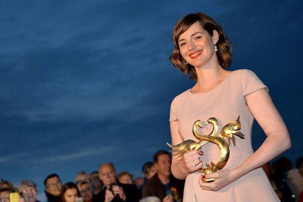 """Louise Bourgouin a reçu le Swan d'or de la meilleure actrice pour son rôle dans """"Je suis un soldat"""""""