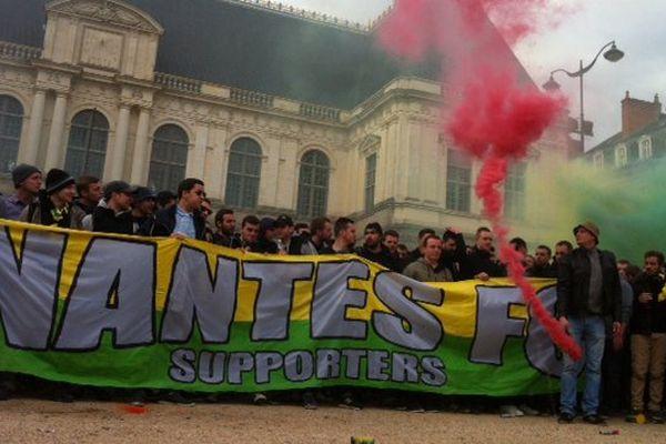 Les supporters nantais devant le Parlement de Bretagne