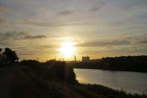 Lever de soleil à Calais.
