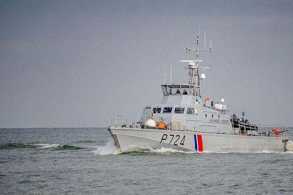 La vedette Scarpe de la Gendarmerie maritime est venue au secours des 19 migrants.