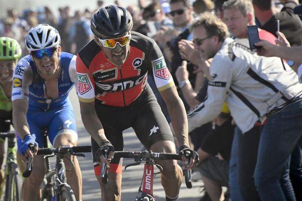 Le vainqueur, Greg Van Avermaet, au cœur de la course
