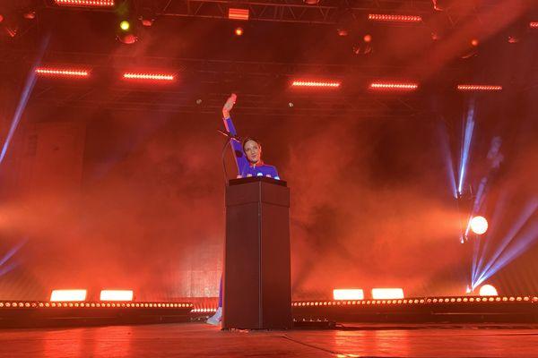 La chanteuse Jain au festival Porto Latino à Saint-Florent.