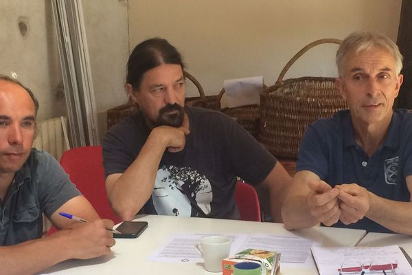 François Vrignaud, Nicolas Cousineau et Philippe Jaunet, agriculteurs bio en conférence de presse à Mouchamps, le 24 juin 2020