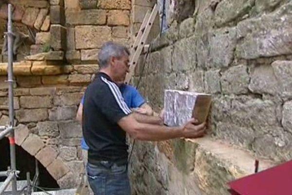 Les salariés de l'entreprise Quélin spécialisée dans la rénovation du patrimoine placée en liquidation rénovent le château de Commaque