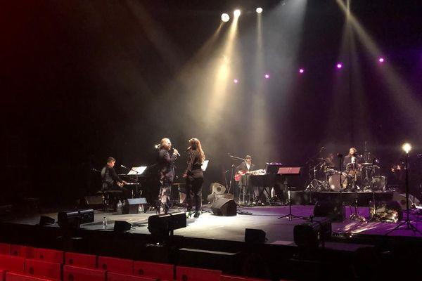 Pendant les répétitions pour le Arte Concert d'hommage à Christophe, créé par Barbara Carlotti, ici sur scène avec Philippe Katerine.