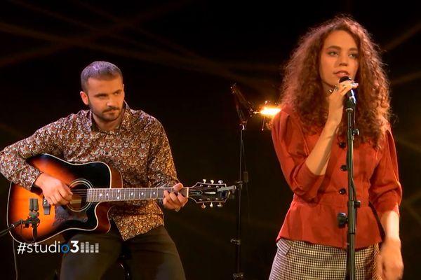 Milena a mis à profit les épisodes confinés pour composer avec Romain Amardeil, son guitariste complice, de nouvelles chansons.