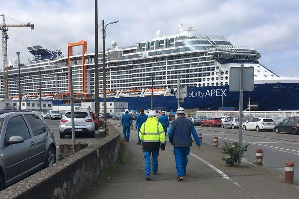 Reprise du travail aux Chantiers de l'Atlantique sur fond de paquebot achevé et néanmoins maintenu à quai