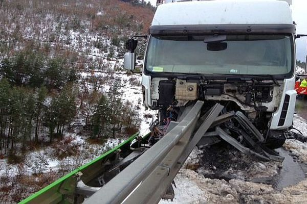 A.75 - l'autoroute bloquée dans le sens sud-nord entre Le Monastier et Antrenas, en Lozère, à cause d'un accident de camion- 29 janvier 2014.