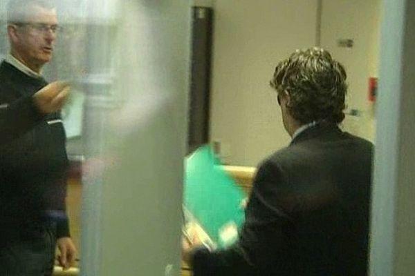 Le Dr Alsaïd à son arrivée mardi au tribunal de Valenciennes.