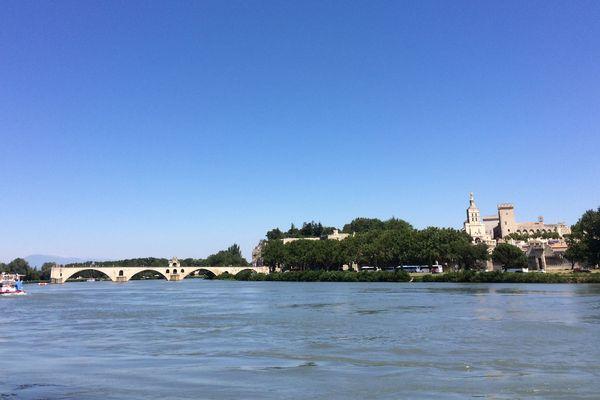 Avignon est tout autant connue pour son pont que pour son festival de théâtre. Des compagnies de la région y participent depuis plus de 20 ans.