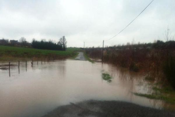 Une route communale inondée à Goven (35)