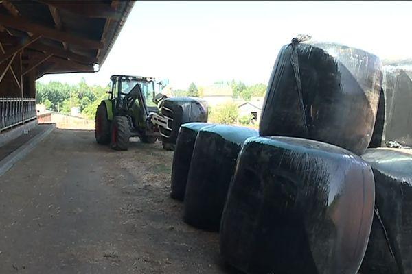 26 tonnes de maïs broyé amenées de Montauban à un éleveur de Corrèze