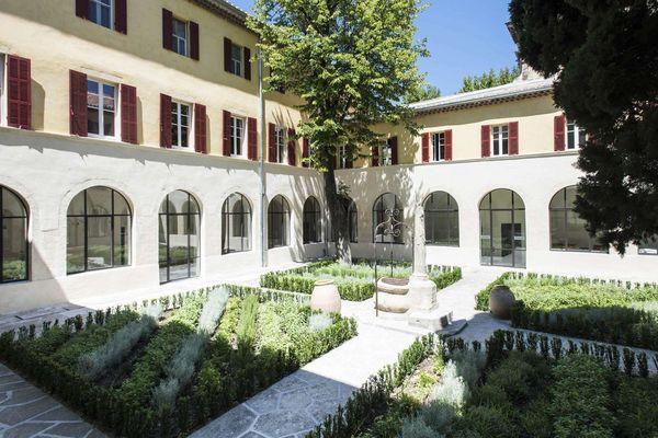 """L'hôtel Jules César d'arles sera, ce samedi 8 septembre à l'heure de l'apéritif, """"the place to be"""" taurin."""