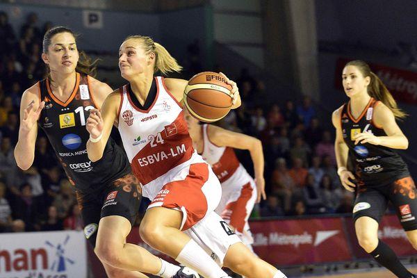 Le Tango Bourges Basket l'emporte 70 à 35