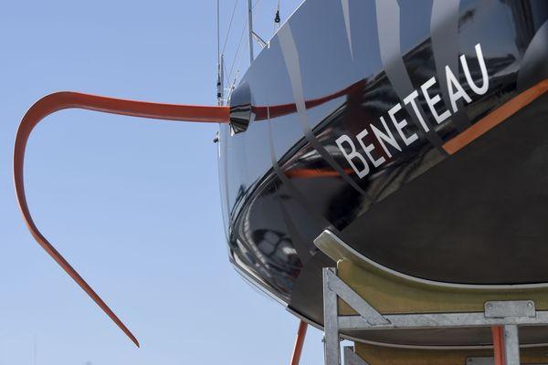La division bateaux du groupe Bénéteau va négocier des mesures de chômage et de mobilité avec le personnel pour faire face à la chute des commandes.