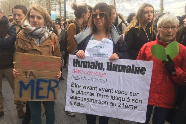 Des slogans de choc pour de nombreux manifestants