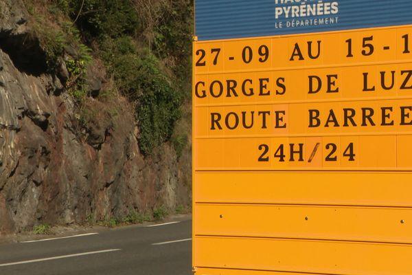 La fermeture des gorges de Luz dans les Hautes-Pyrénées provoque la grogne des habitants dans la vallée, de grosses perturbations sont à prévoir dès lundi 27 septembre.