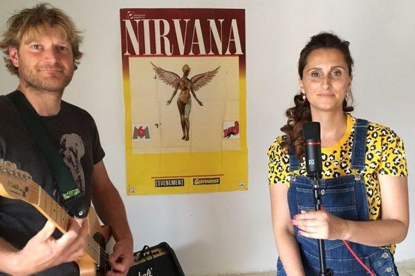 Mickaël et Fanny Louvel s'entraînent tous les jours. Ils ont 19 classiques du rock à connaître par cœur d'ici le 29 juin.