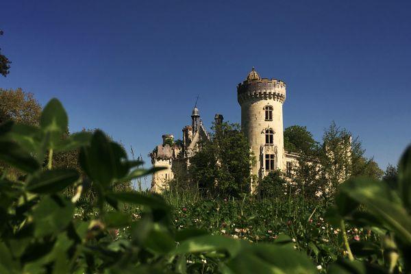 Le château de la Mothe-Chandeniers se prépare à ouvrir au public.