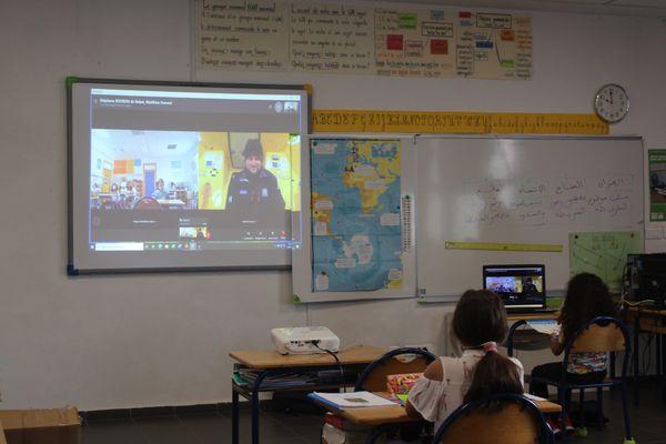 Les élèves de CM2 de l'école André Malraux de Rabat en conversation avec Arnaud Boissières