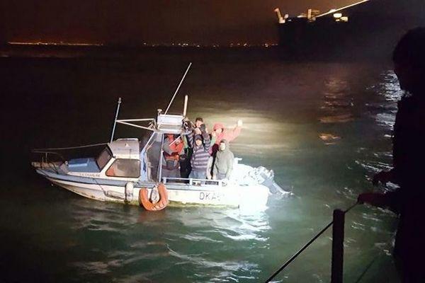 Des migrants interceptés à bord d'un bateau volé à Gravelines le 27 novembre.