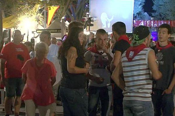 Béziers (Hérault) - les fêtards en nocturne - 14 août 2016.