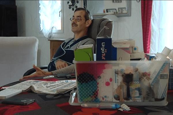 Bernard Tranier a été blessé à la jambe lors d'une attaque de sa bijouterie début janvier. Il revient sur les faits et parle avec émotion de la présence de son entourage pour l'aider à surmonter cet événement.