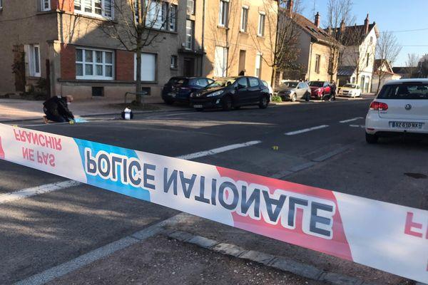 Les enquêteurs réalisent les premières constatations après un échange de coups de feu, rue du 26ème Dragon à Dijon