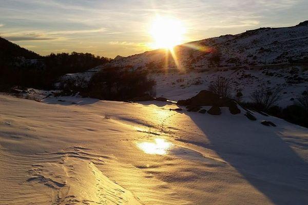 ILLUSTRATION - Les montagnes corses sous la neige