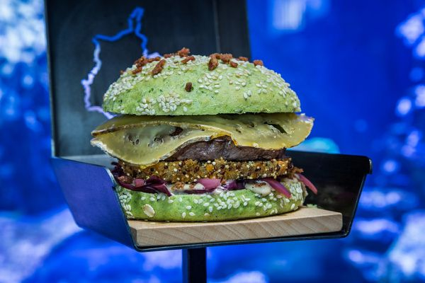 """Le meilleur burger de France, nommé à l'issue du concours """"On va au resto""""."""