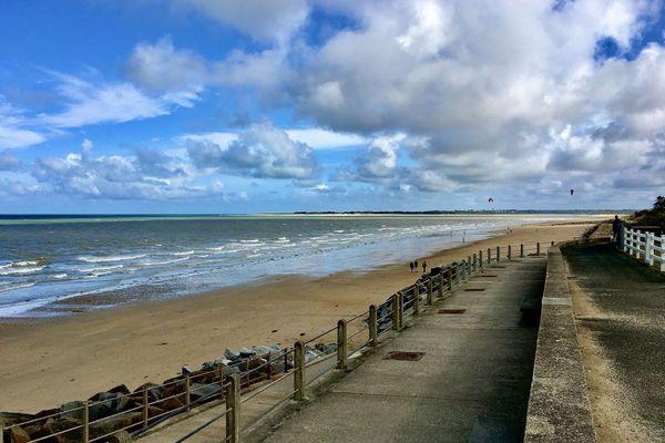 La pointe d'Agon vue d'Hauteville sur mer  (Manche)