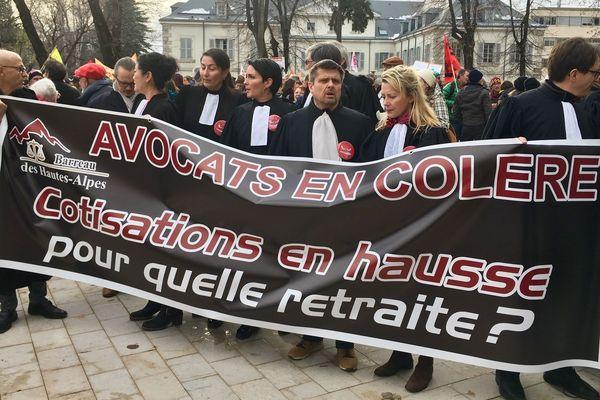 17/12/2019. A Gap (Hautes-Alpes), les avocats ont défilé à l'appel de plusieurs syndicats et avec le soutien du Conseil national des barreaux.