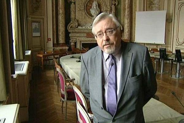 Michel Fourré (DVG) succède à Daniel Paris (PRG) à la mairie de Sens, dans l'Yonne, vendredi 30 août 2013